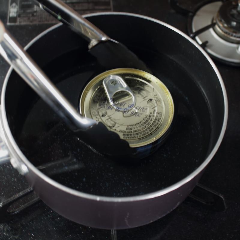 缶詰 湯煎 トングで取り出す